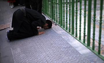 اگر مردم ارزش زیارت امام حسین (ع) را بدانند . . .