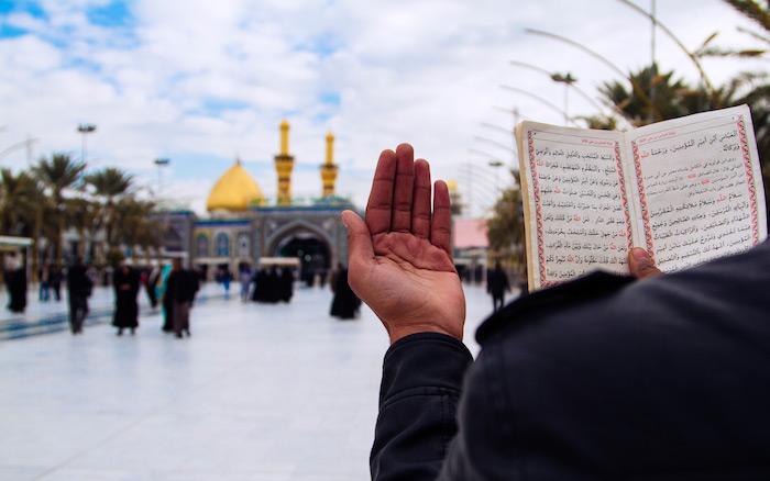 متن و ترجمه زیارت امام حسین (ع) در ماه رجب + فایل صوتی