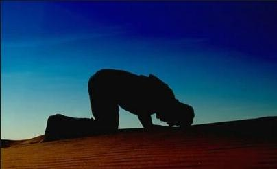 تفاوت شفاعت در اعتقاد شیعه و رفتار مشرکان مکه در چیست؟