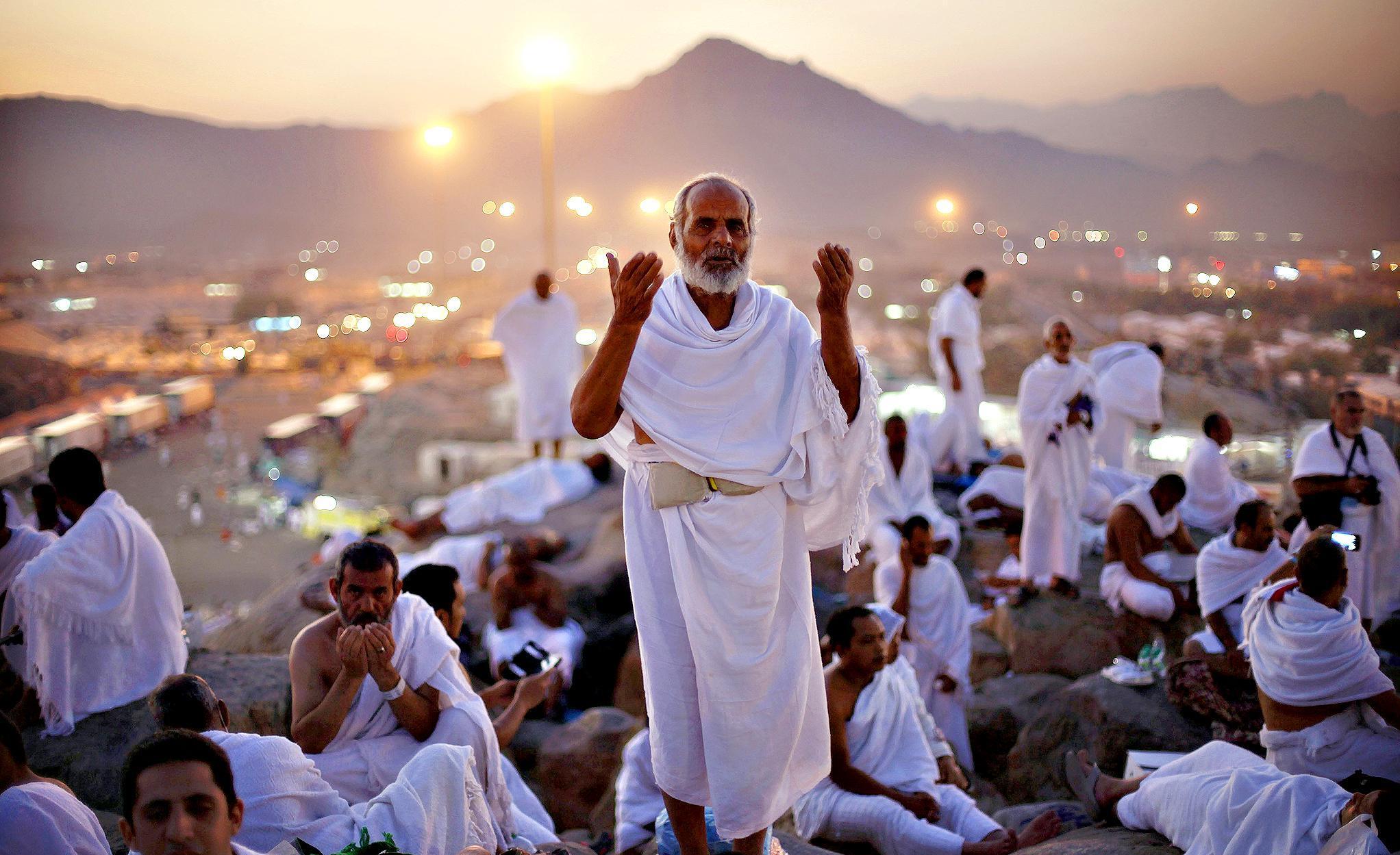 فضیلت روز عرفه و زیارت امام حسین (ع) در این روز