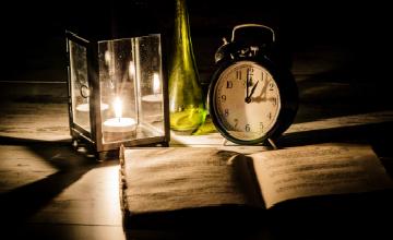 شمعی در نیمه تاریک تاریخ