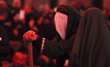 آیا پس از شهادت امام حسین (ع)؛ سپاه دشمن مقنعههای زنان را کشیده و سر آنها را برهنه گذاشتند؟