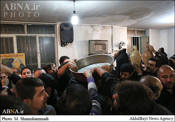 آیین طشتگذاری اوغورآبادیهای مقیم تهران/ تصاویر