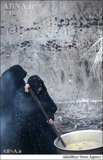 طبخ غذای نذری برای عزاداران حسینی/ گالری تصاویر