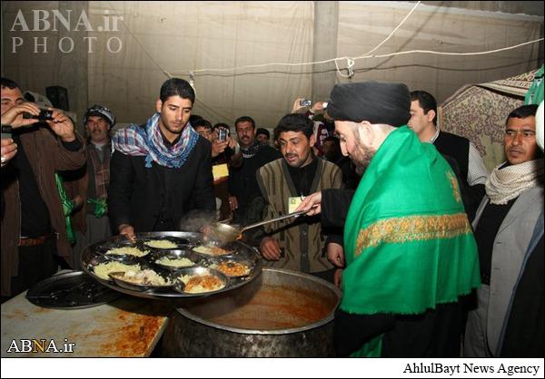خدماترسانی سیدعمار حکیم به زائران پیاده حضرت سیدالشهداء (ع)