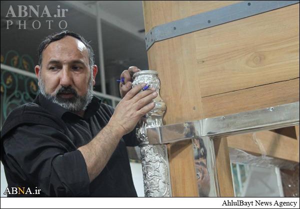 مونتاژ تاجهای ضریح جدید حرم حضرت عباس (ع)/ عکس