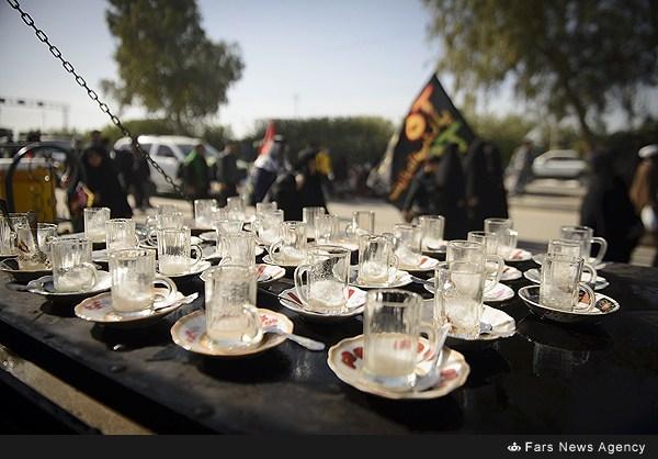 راهپیمای زائران اربعین حسینی در مسیر کربلا/ گزارش تصویری