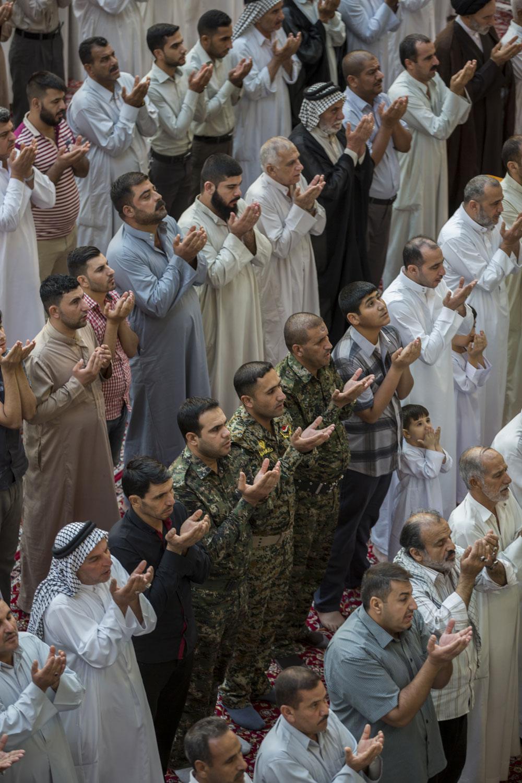 اقامه نماز عید فطر در حرمین مطهر حسینی وعباسی
