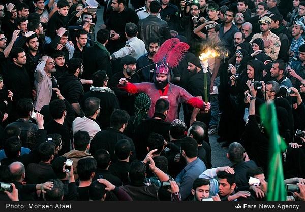 عزاداری ظهر عاشورا در تهران/ گزارش تصویری