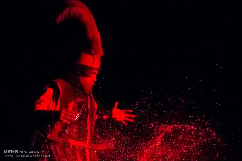 نمایش آئینی ردای سرخ خورشید/ گزارش تصویری