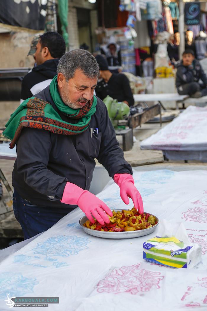 خدمت به زوار اربعین با غذاهای خوشمزه