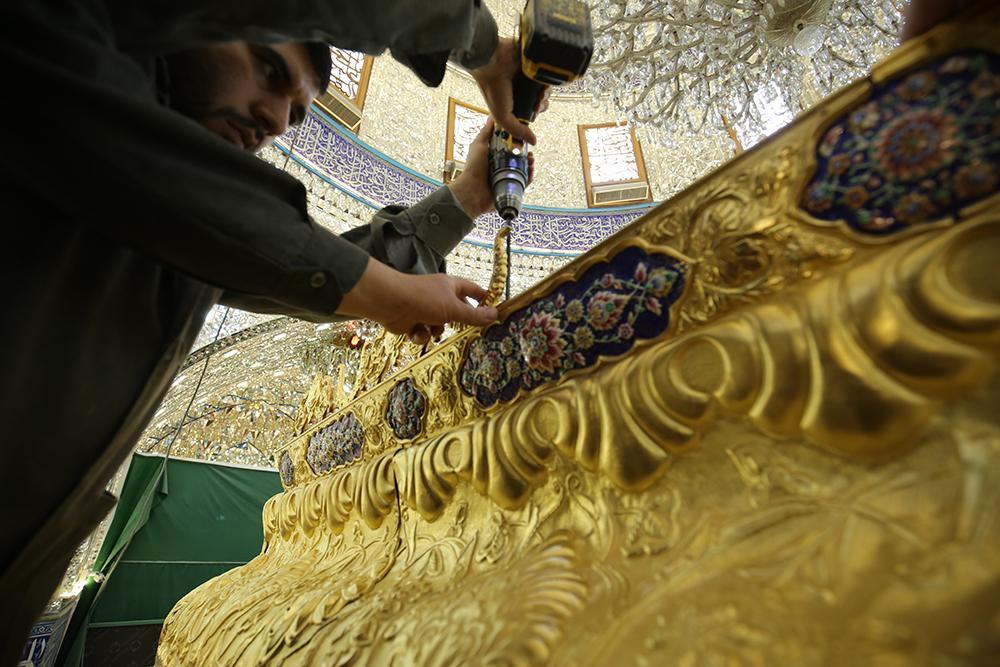 ضریح مطهر حضرت عباس (ع) تکمیل تر می شود + گزارش تصویری