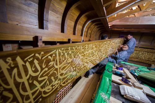 کامل ترین روایت تصویری از تمامی مراحل تعویض و نصب ضریح جدید حرم حضرت عباس علیه السلام/ قسمت سوم (عملیات نصب بدنه ضریح جدید)