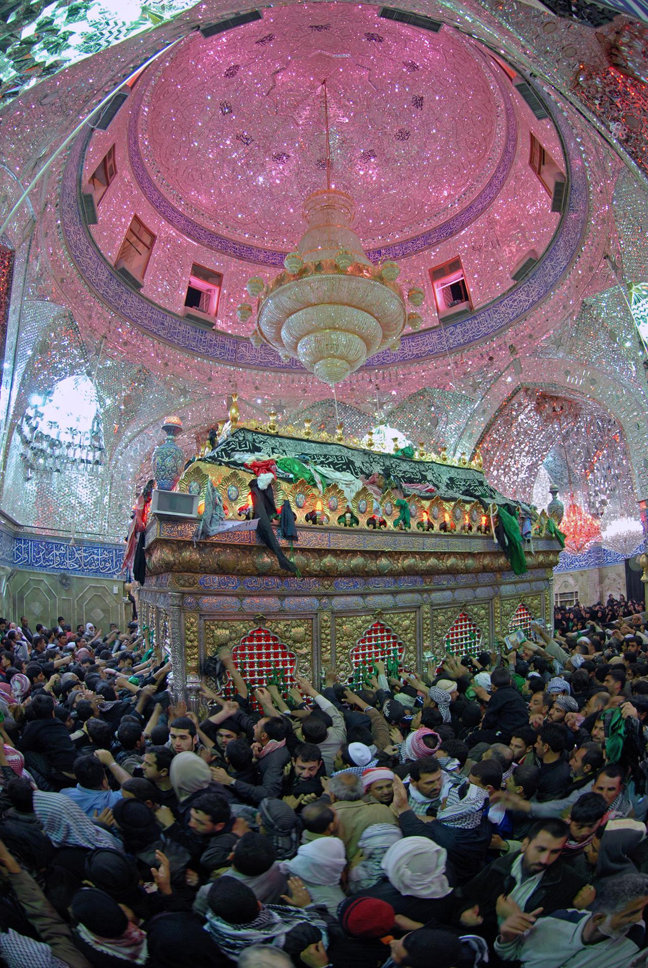 گزارش تصویری از ضریح حرم حضرت ابوالفضل (ع)/ مرا عباس است کشتیبان ...