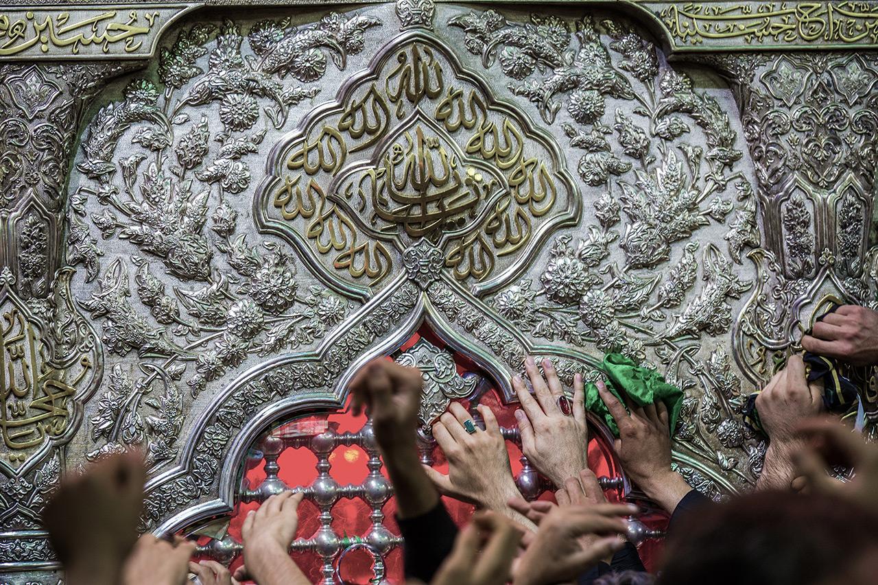 گزارش تصویری از زیارت ضریح حرم امام حسین (ع)/ دستانم را به حرمت دخیل میکنم (1)
