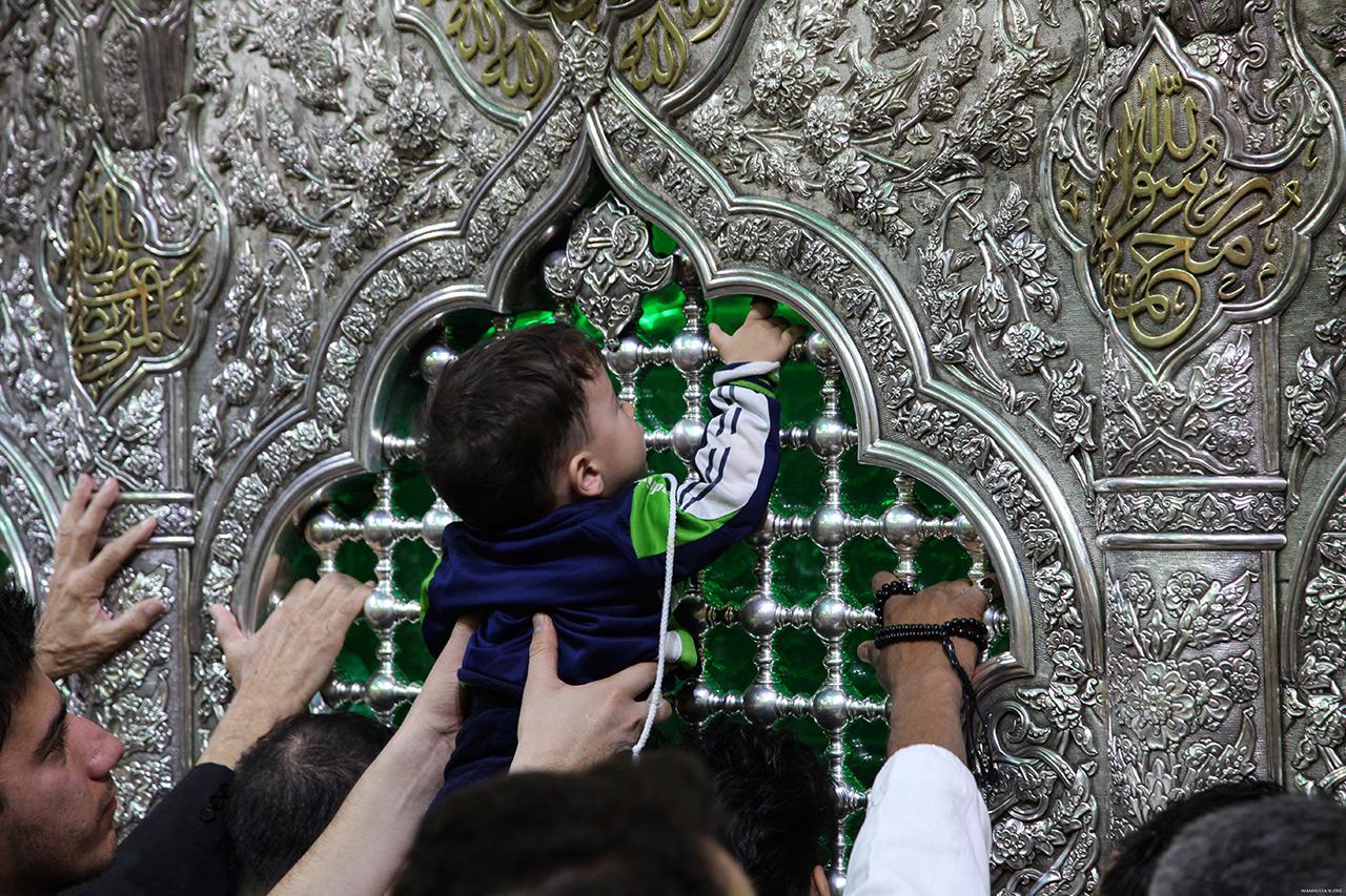 گزارش تصویری از حضور کودکان در حرم امام حسین (ع)/ من از کودکی عاشقت بودهام