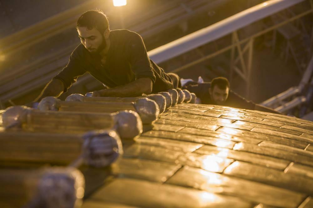تمیز کردن گنبد مطهر حرم حضرت عباس(ع) + تصاویر