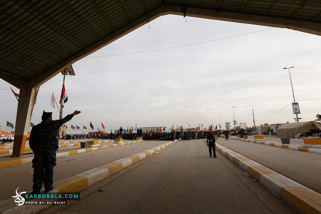 گزارش تصویری از پیاده روی اربعین/ وضعیت خروج و ورود زوار از گیت های نصب شده در مزرها