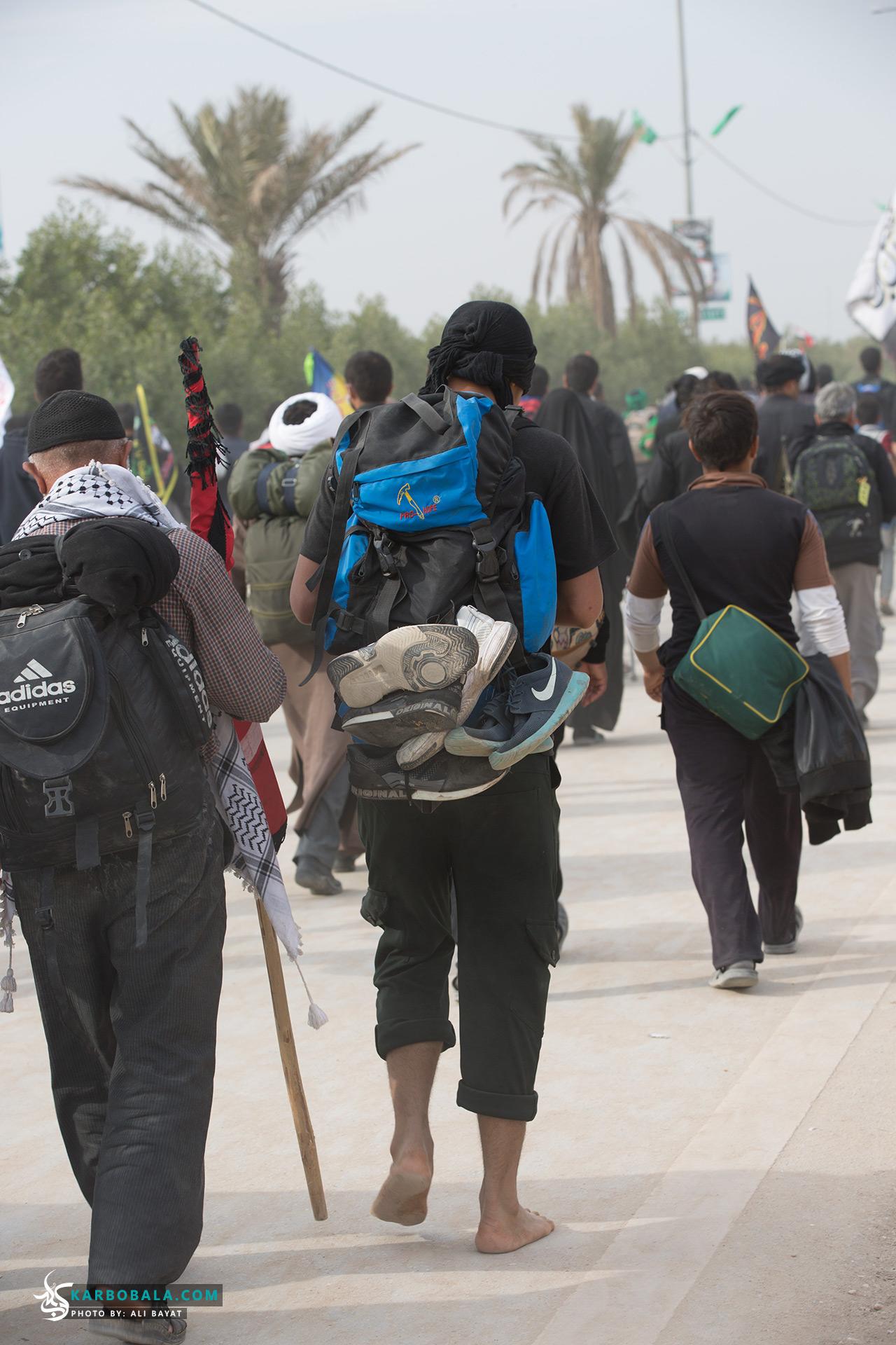 چه عاشقانه قدم میزنند در این راه/ گزارش تصویری از پیاده روی اربعین در سالهای گذشته
