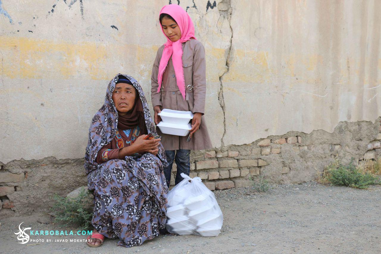 گزارش تصویری از توزیع بستههای افطار بین پناهجویان افغانستانی