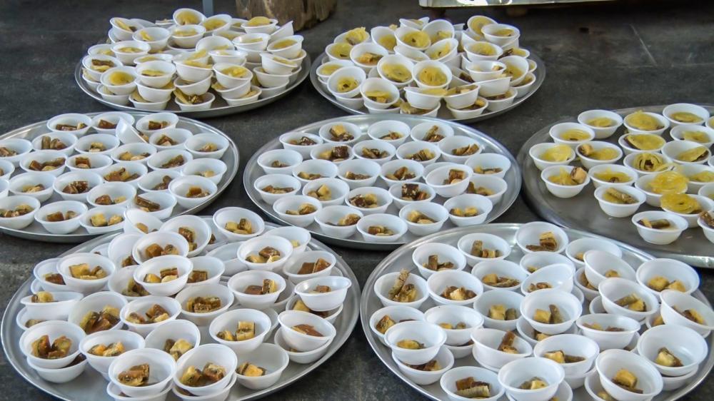 طعم افطار بر سر سفره عباس (ع)