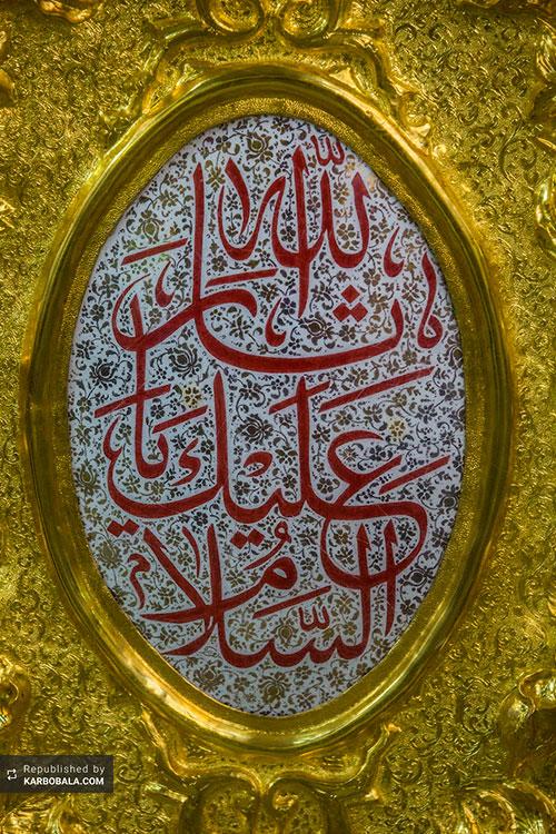 طلاکاری درب حرم مطهر سیدالشهداء (ع) با نقوش اسلامی/ گزارش تصویری