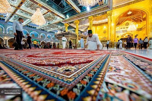 مفروش شدن صحن حرم حضرت عباس (ع) با فرشهای جدید / گزارش تصویری