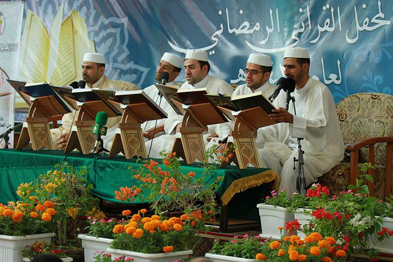 محفل انس با قرآن در صحن مقدس عباسی         /تصاویر