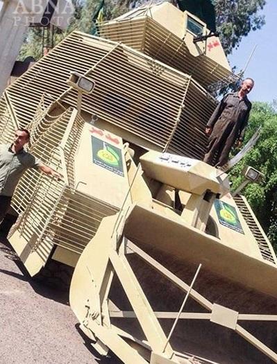 رونمایی نیروهای مردمی عراق از یک خودروی زرهی