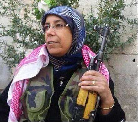 زن الجزایری در کوبانی با داعش میجنگد