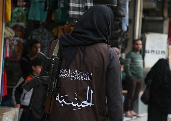 گشت بازرسی داعش در بازار رقه+ تصاویر