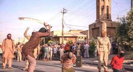 داعش مخالفان خود را گردن زد