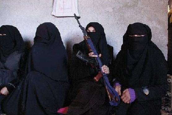 فرار گروهی عناصر داعش با لباس زنانه