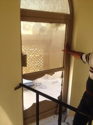 شکستن در مناره مسجد جامع «رأس رمان» و پایین کشیدن پرچم امام حسین(ع)