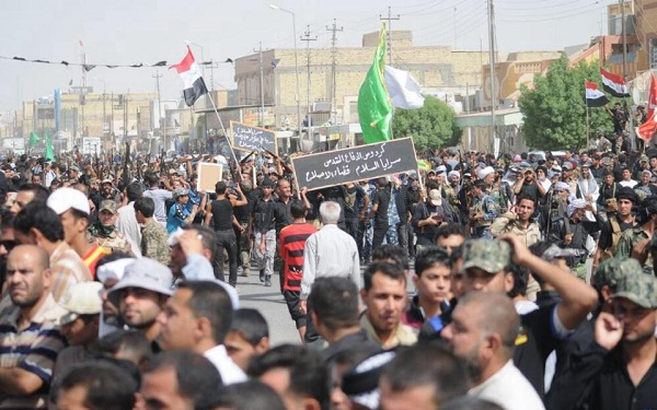 راهپیمایی هزاران دانشجو در کربلا در حمایت از نیروهای مسلح عراقی