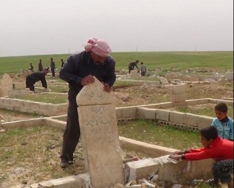 داعش مردم حسکه را مجبور به تخریب قبور کرد + تصاویر