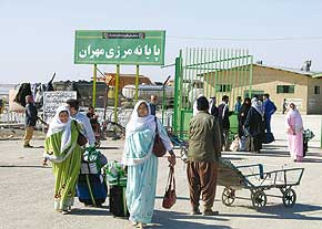 تردد هزاران خارجی از مرزهای مهران برای سفر به کربلا