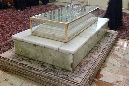 جملهای که بر سنگ قبر خواجه نصیر نقش بسته است