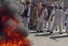 حمله وهابیون جنایتکار به زوار مظلوم شیعه در پاکستان، 40 شهید و زخمی به جای گذاشت