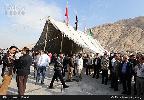 برافراشته شدن چادر خیمه امام حسین علیه السلام با قدمت 124 ساله