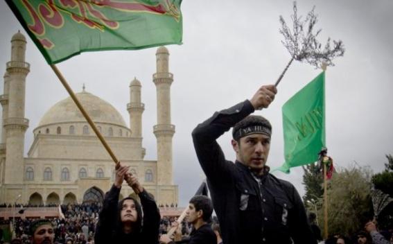 اعتراض «ریش سفیدان» آذربایجان به جمع آوری علائم مزین به نام ائمه معصومین (ع) در باکو