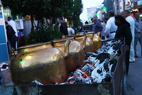 شبهای پایانی ماه خدا سر سفره افطار در بینالحرمین / گزارش تصویری