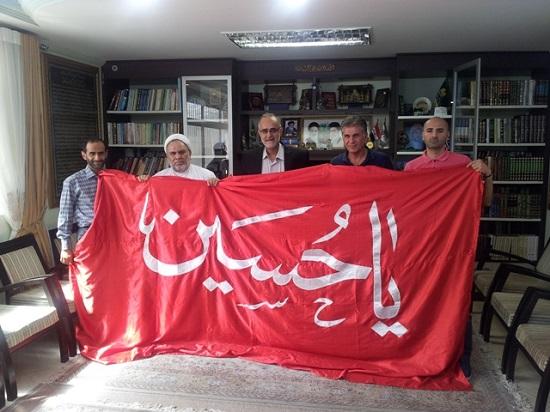 پرچم «یا حسین» در دستان کیروش / عکس
