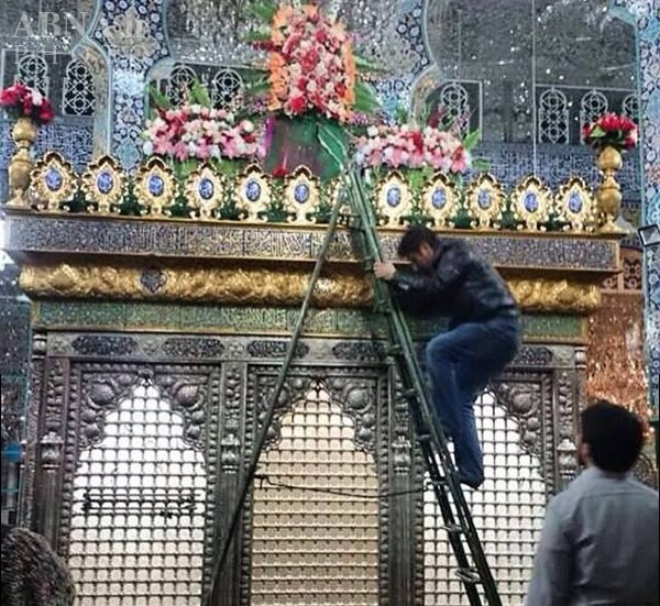 گل آرایی ضریح منور حرم حضرت زینب کبری(س)