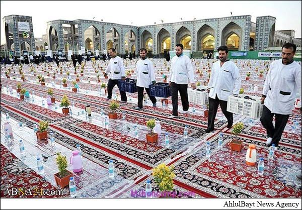 برپایی بزرگترین سفره افطاری جهان اسلام در حرم امام رضا(ع)