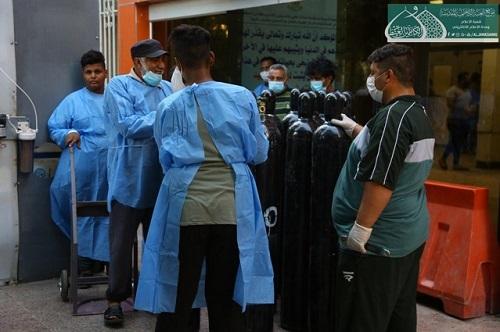 توزیغ ماسک و اقلام بهداشتی توسط آستان امامین جوادین (ع)