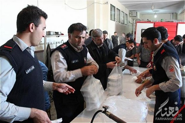 نذری آتش نشانان در اربعین حسینی / عکس