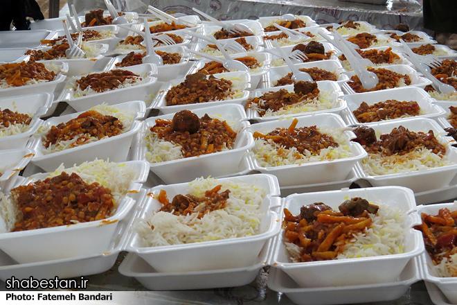 اهل تسنن بندر آستارا بیش از سه هزار غذای نذری توزیع کردند