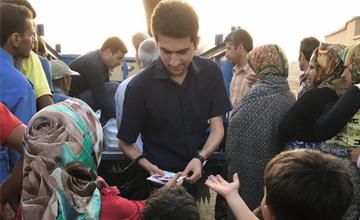 توزیع بستههای افطاری بین پناهجویان افغانستانی در ایران