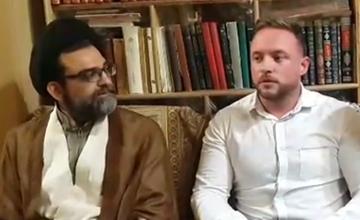 با دیدن مراسم عاشورا در ایران به اسلام علاقهمند شدم + فیلم